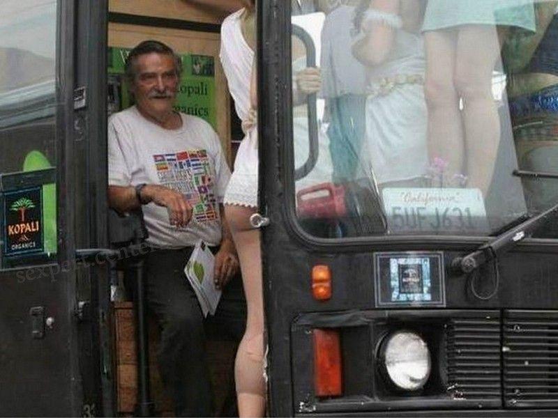 Tout nu dans le bus - Le Parisien