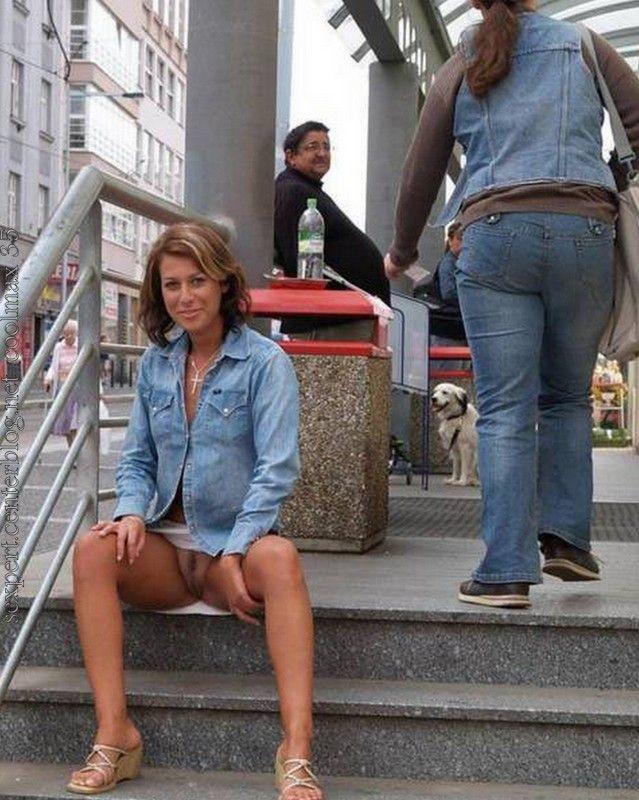 salope sans culotte dans la rue elle aime ça la salope